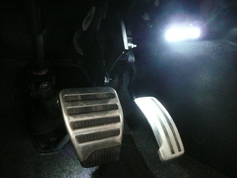 Led interieur beenruimte verlichting qashqai cardesign nl for Led verlichting interieur